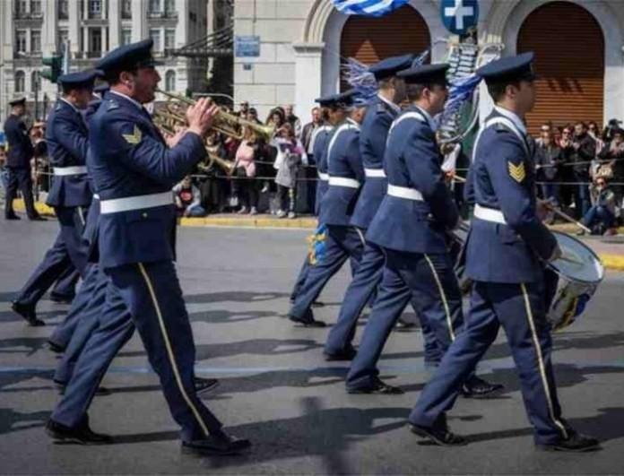 Χαμός στην παρέλαση της 25ης Μαρτίου: Η στιγμή ντροπής!
