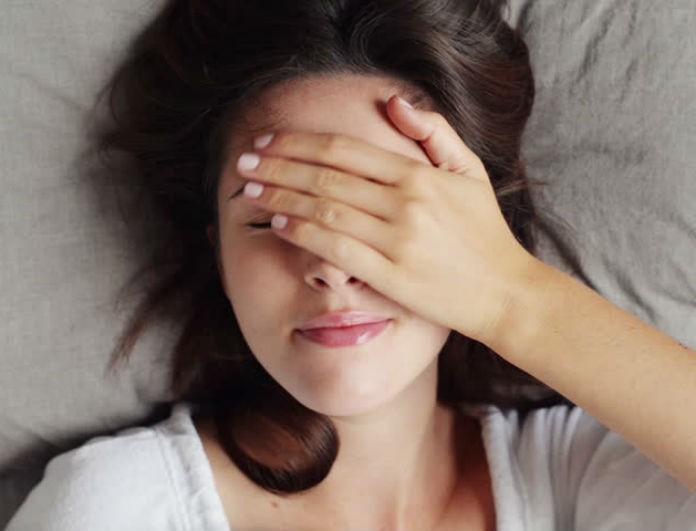10+1 έξυπνα tips για να ξυπνήσεις φρέσκια και λαμπερή το πρωί!
