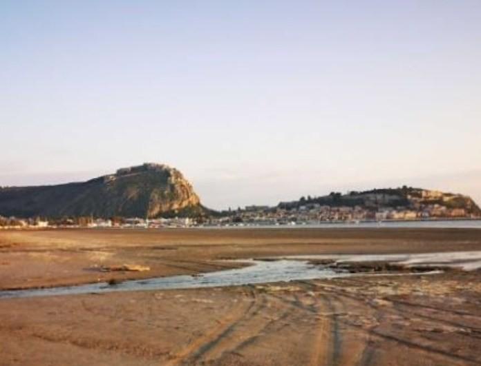 Απίστευτο: Εξαφανίστηκε η θάλασσα στο Νάυπλιο! Την ρούφηξε η υπερπανσέληνος!
