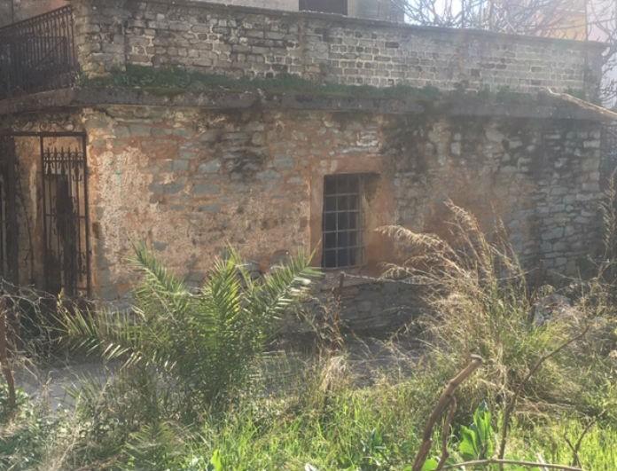 Τραγωδία στο Αγρίνιο: Βρέθηκε νεκρός άντρας σε εγκαταλελειμμένο σπίτι!