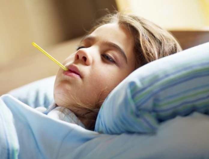 Πώς ρίχνουμε τον πυρετό στα παιδιά;