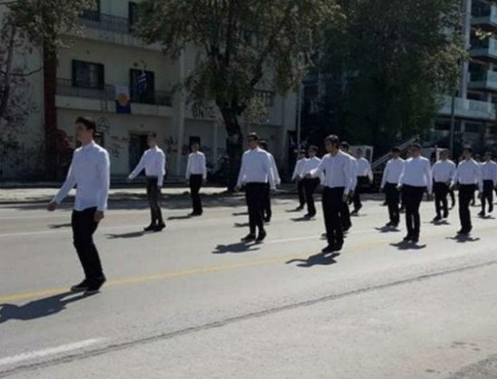 Μαθητική παρέλαση 25η Μαρτίου: Το ανατριχιαστικό σύνθημα των παιδιών για την Μακεδονία! (Βίντεο)