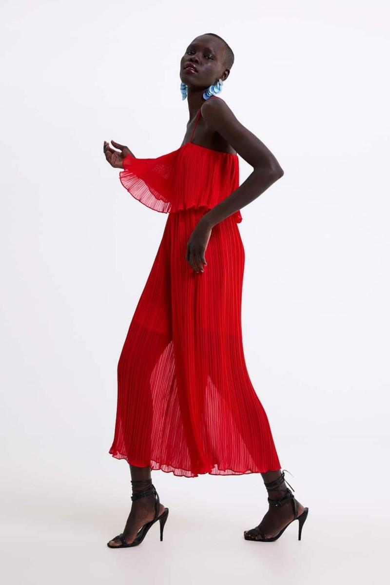 Zara ολόσωμη φόρμα από τη νέα συλλογή κολεξίον της άνοιξης