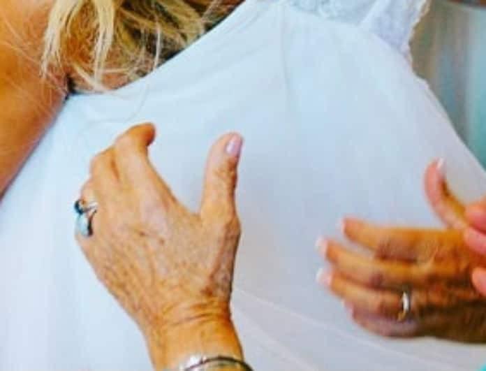Πασίγνωστη Ελληνίδα τραγουδίστρια παντρεύτηκε και μας έδειξε για πρώτη φορά το νυφικό της!