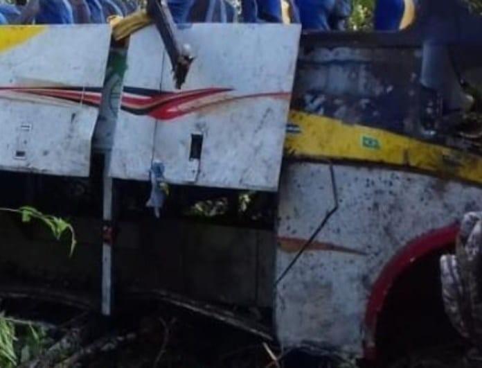 Απίστευτη τραγωδία: Λεωφορείο έπεσε σε χαράδρα με τουλάχιστον 25 νεκρούς! Πολύ σκληρές εικόνες!