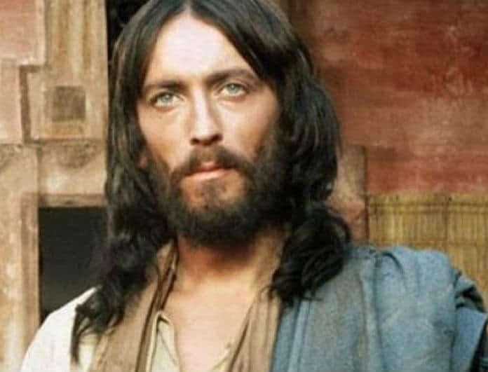 Ιησούς από τη Ναζαρέτ: Η φωτογραφία με τον ηθοποιό πάνω στο Σταυρό με κονιάκ και τσιγάρο!