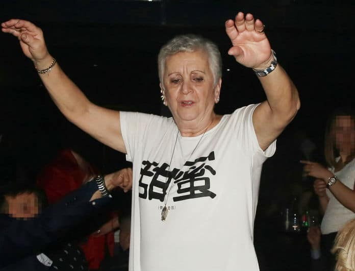 Μητέρα πασίγνωστου Έλληνα τραγουδιστή τα