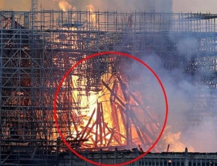 Συγκλονιστική μαρτυρία: «Είδα τον Χριστό στις φλόγες της Παναγίας των Παρισίων»