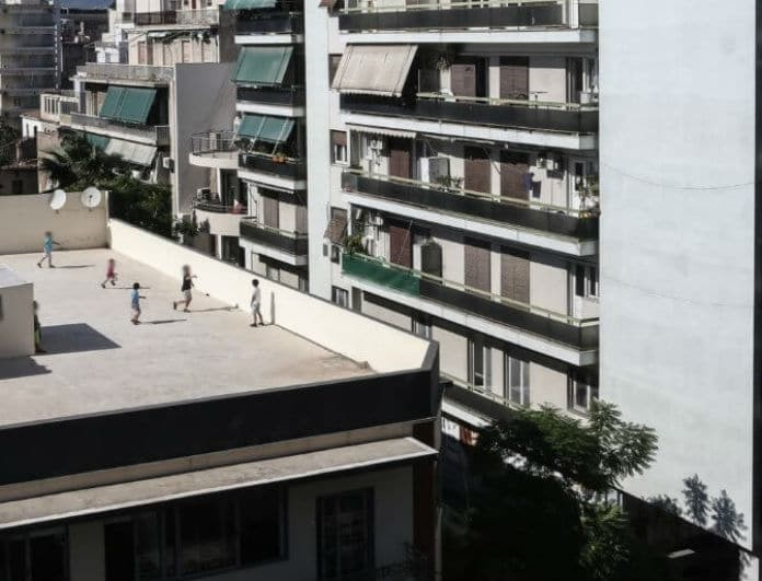 Θρήνος στα Τρίκαλα: 13χρονος μαθητής έπεσε από την ταράτσα!