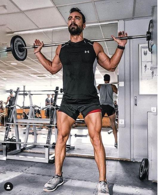 Ο Σάκης Τανιμανίδης στο γuμναστήριο