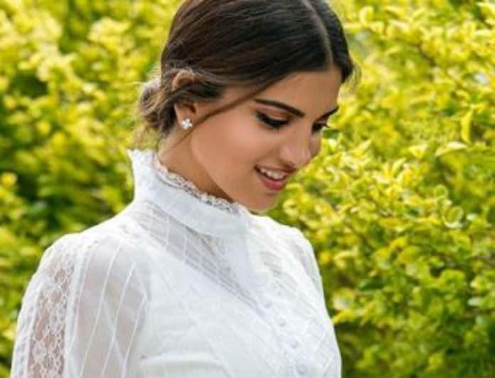 """Σταματίνα Τσιμτσιλή: Το λευκό midi φόρεμα που """"έκλεψε"""" τις εντυπώσεις!"""