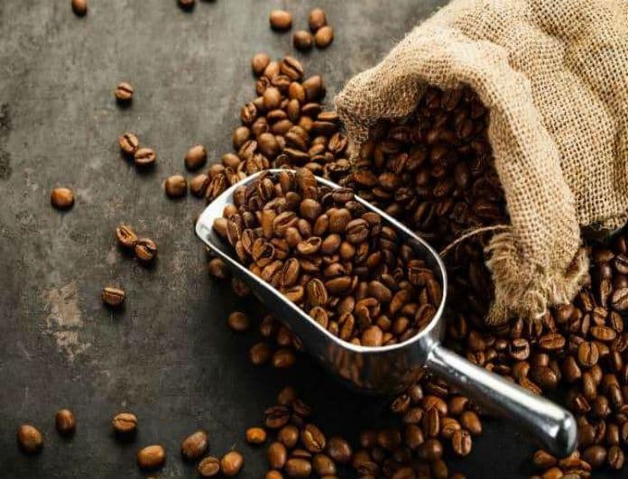 Δεν έχεις εσπρεσσομηχανή; Ιδού πώς θα κάνεις τον απόλυτο καφέ βήμα- βήμα!