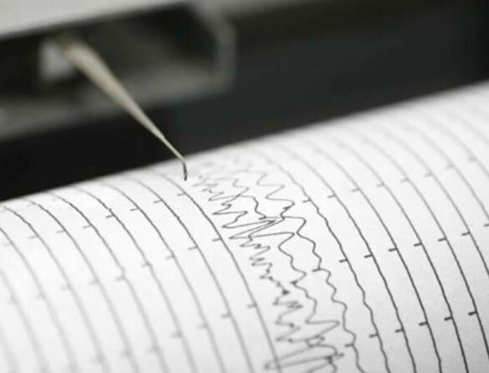Tρόμος στην Ηλεία με τους σεισμούς: Ακούν βουητά και κοιμούνται στα αμάξια οι κάτοικοι!