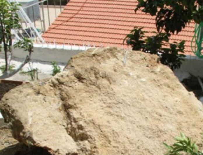 Ηλεία: Εικόνες σοκ μετά τον σεισμό! Βράχος έπεσε σε...