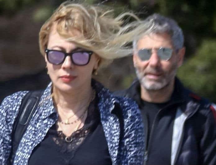 Σμαράγδα Καρύδη: «Πόλεμος» με τον Αθερίδη! Η φωτογραφία με γοητευτικό άντρα στο πλευρό της!