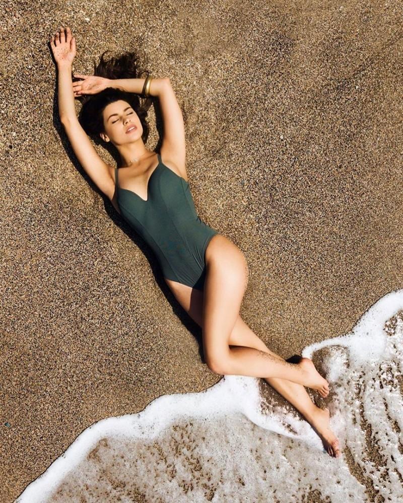 Δανάη Παππά: Η πρωταγωνίστρια του Τατουάζ ποζάρει με μαγιό και ανεβάζει την θερμοκρασία!