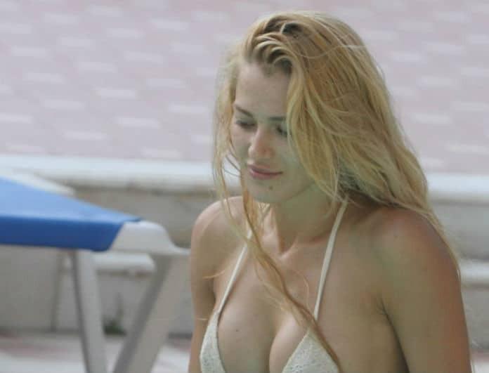 Βικτώρια Καρύδα: Φωτογραφίες - αποκάλυψη! Σε πισίνα αγκαλιά με...