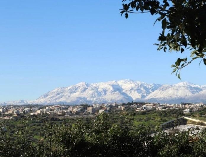 Απίστευτο: Χιόνια στην Κρήτη! Δεν λένε να υποχωρήσουν!