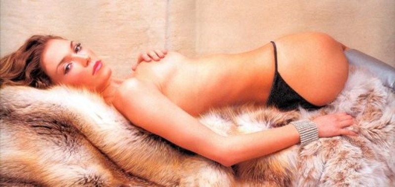 Γυμνή φωτογραφία με την παρουσιάστρια Βίκυ Καγιά