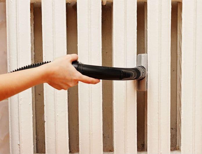 Βήμα - βήμα πως να καθαρίσετε τον τοίχο που βρίσκεται πίσω από το καλοριφέρ σας!
