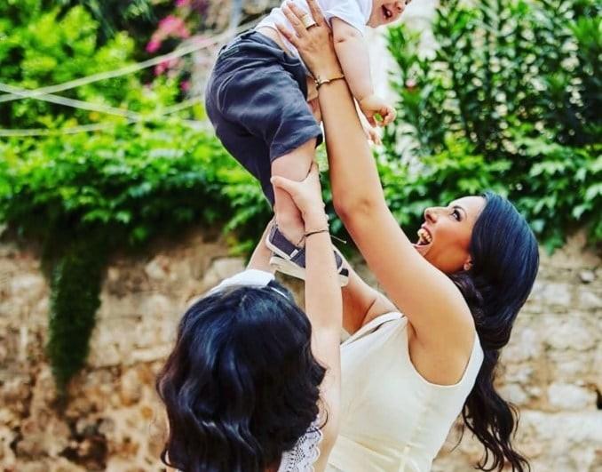 Όλγα Λαφαζάνη: Οι φωτογραφίες από τη βάφτιση του γιου της!
