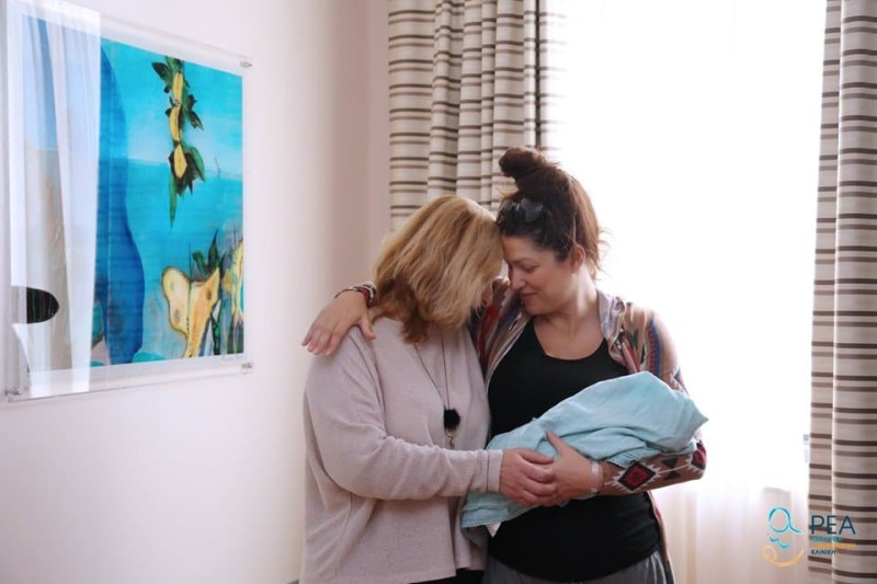 Κλέλια Ρένεση: Η πρώτη φωτογραφία από το μαιευτήριο! Με το μωρό στην αγκαλιά!