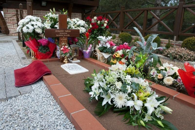 Συγκλονιστικό θαύμα στον τάφο του Αγιου Παϊσιου