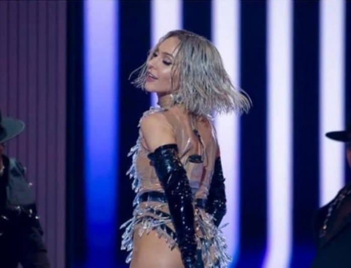 Eurovision 2019: Η Tάμτα πέταξε την περούκα του ημιτελικού μπροστά στο κοινό!