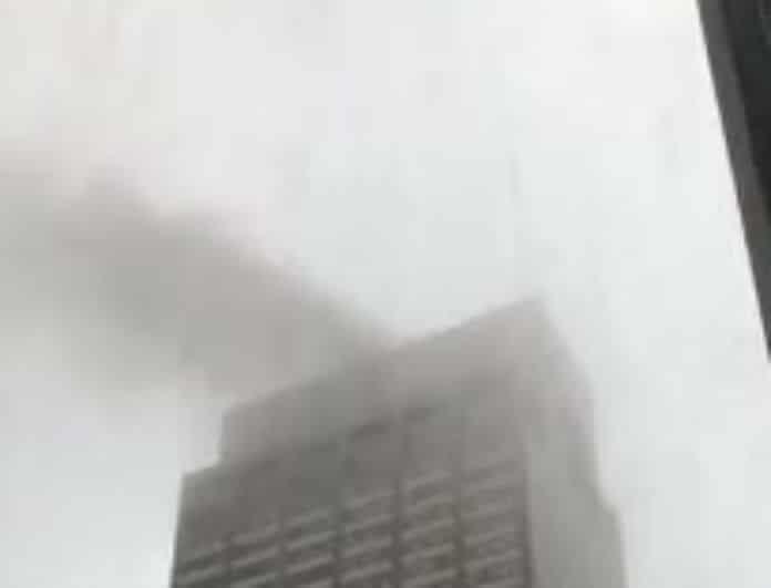 Σοκ! Ελικόπτερο συνετρίβη πάνω σε κτίριο!