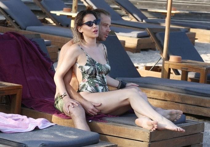 Ζωή Τζάνη: Η πρώην του Γιάννη Σπαλιάρα σε καυτές στιγμές με το νέο αμόρε!