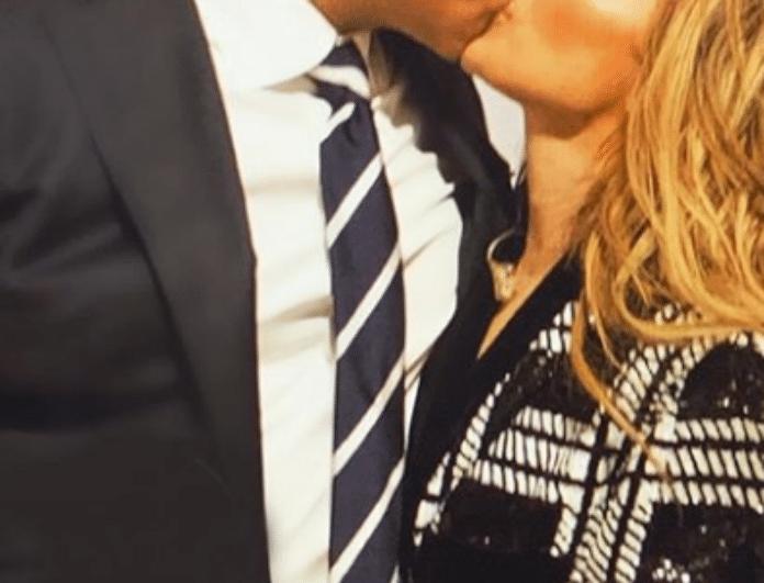 Παθιασμένα δημόσια φιλιά για πασίγνωστο ζευγάρι της showbiz!
