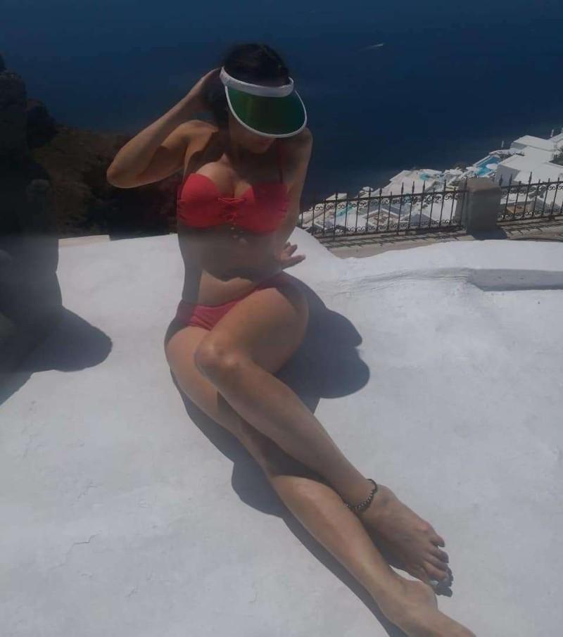 Γνωστή Ελληνίδα ποζάρει με μαγιό και βάζει «φωτιά» στα social media!