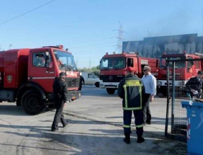 Συναγερμός στο Αιγάλεω: Μεγάλη φωτιά σε μάντρα! Έκλεισαν λωρίδες στη Λεωφόρο Αθηνών!