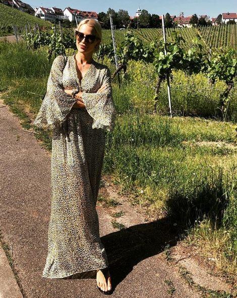 Βικτώρια Καρύδα: Με λεοπάρ ημιδιάφανο φόρεμα μετά τα μαύρα! Η νέα σελίδα στην ζωή της...