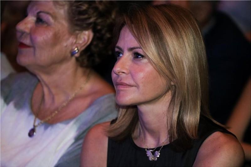 Τζένη Μπαλατσινού: Στο πλευρό της πεθεράς της σε προεκλογική ομιλία του Βασίλη Κικίλια!
