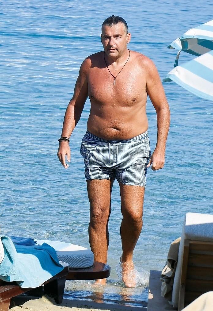 Γιώργος Λιάγκας - Βίκυ Κάβουρα: Τους έπιασαν στα πράσα οι φωτογράφοι σε παραλία! Τα ντοκουμέντα μιλάνε από μόνα τους!