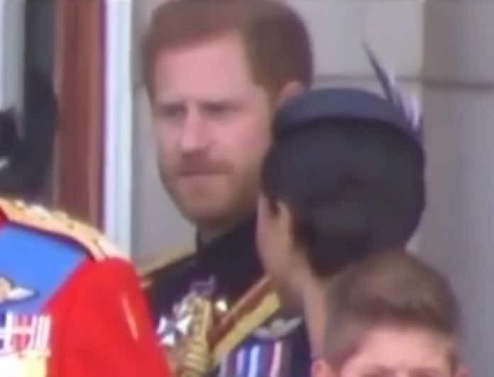 Μέγκαν Μαρκλ - Πρίγκιπας Χάρι: Δημόσιος καβγάς μπροστά στην Ελισάβετ! «Γύρνα μπροστά σου!» (Βίντεο)