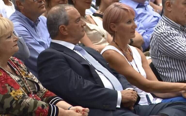 Κώστας Καραμανλής: Φανερά αδυνατισμένος! Πλάι του Η Νατάσα με ροζ μαλλί!
