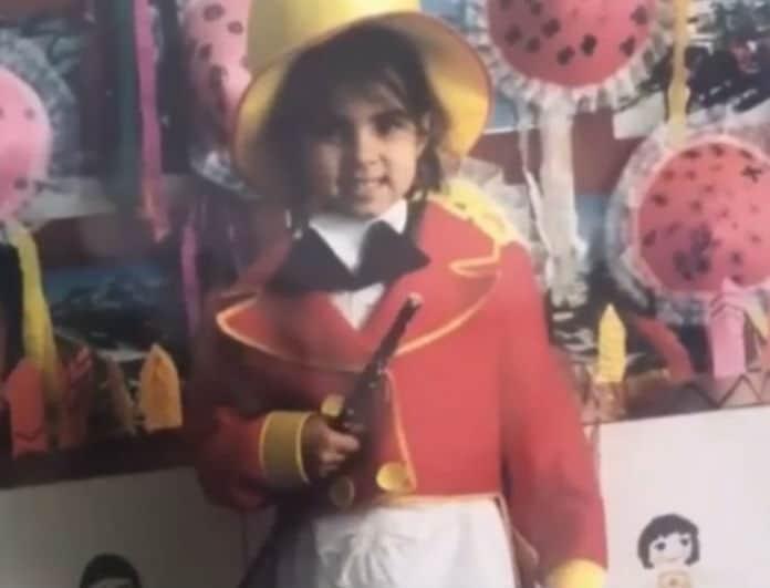 Αναγνωρίζετε το κοριτσάκι της φωτογραφίας; Είναι γνωστή Ελληνίδα παρουσιάστρια!