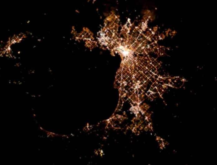 Κουίζ για λίγους: Μπορείτε να αναγνωρίσετε ποιες είναι αυτές οι πόλεις όπως φαίνονται από το διάστημα;