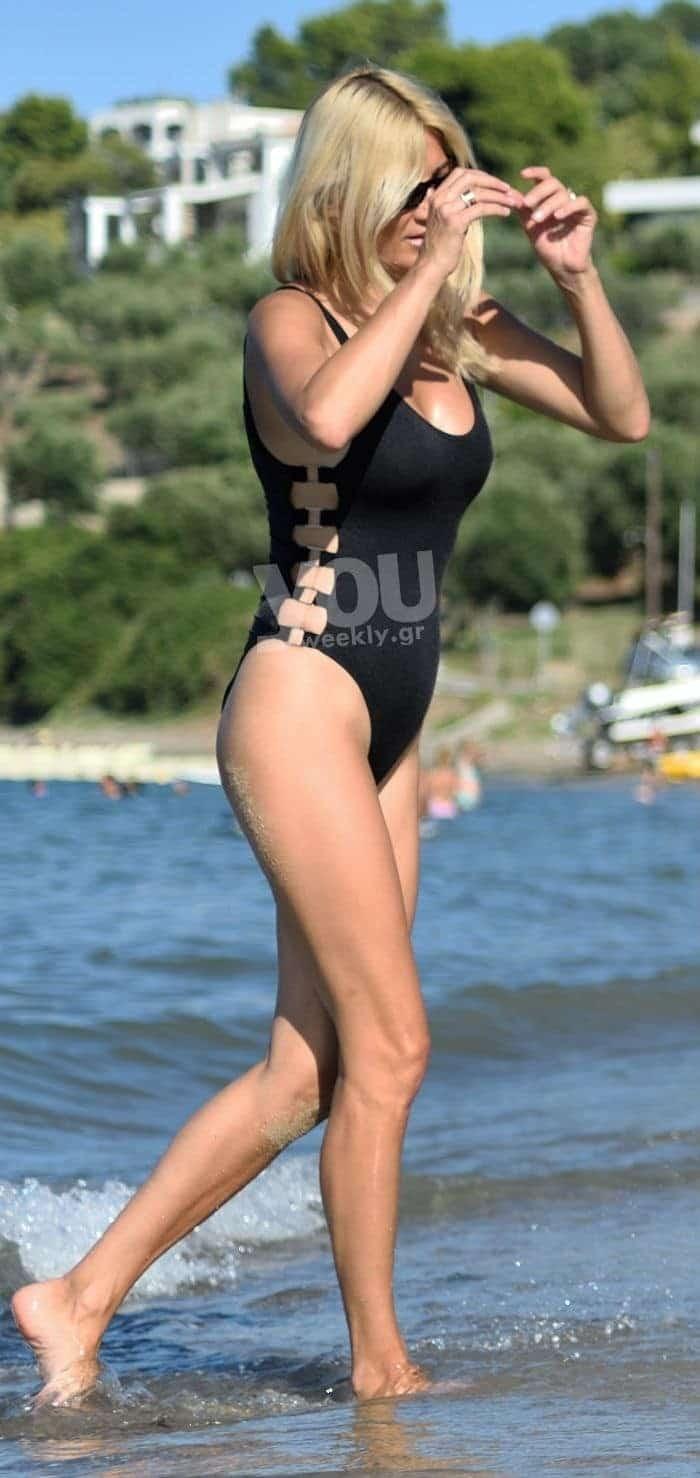 Φαίη Σκορδά: Κόβει ανάσες το χρυσό κολλητό ολόσωμό της!