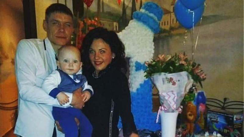 Αγοράκι δυο ετών βρέθηκε δυο ημέρες μετά δίπλα στους νεκρούς γονείς του!