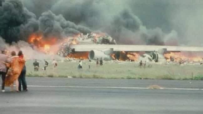 Συγκλονισμένη η ανθρωπότητα: Αεροπορική τραγωδία με 583 νεκρούς!