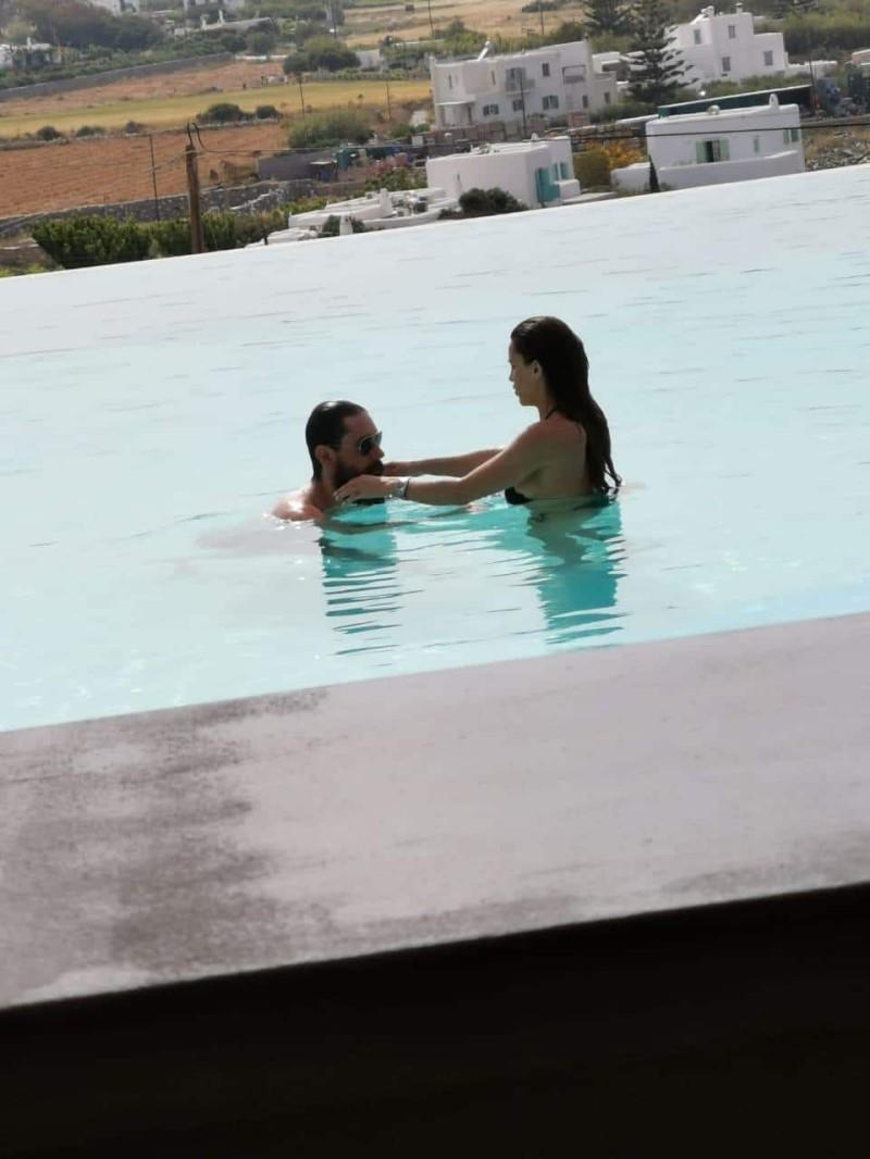 Χριστίνα Κολέτσα - Δεγαμινιώτης: Τα παιχνίδια και τα χάδια κάτω από το νερό της πισίνας! Άκρως... προσωπικές τους φωτογραφίες!