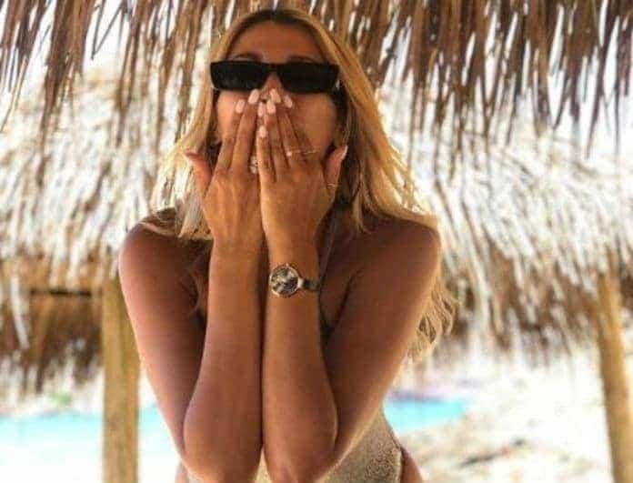 Κωνσταντίνα Σπυροπούλου: Ανάσκελα στην άμμο και... ερωτευμένη! Πιο χαρούμενη από ποτέ η παρουσιάστρια!