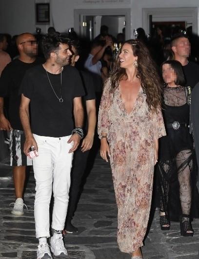Ελληνίδα τραγουδίστρια έβαλε