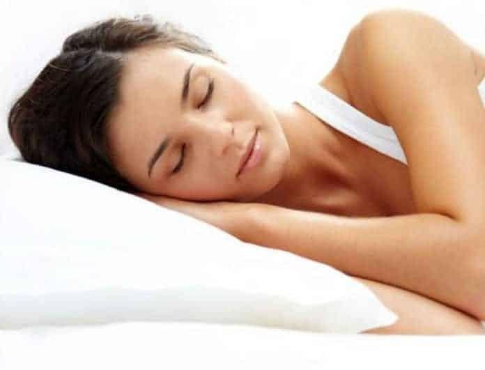 Δείτε τα οφέλη που έχετε αν κοιμάστε στην αριστερή σας πλευρά!
