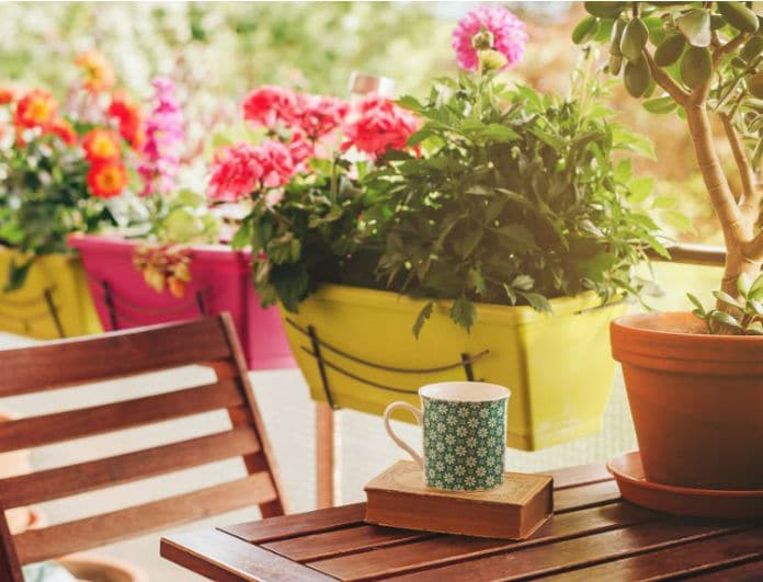 Δεν έχεις τέντα στο μπαλκόνι σου; Έξυπνοι τρόποι για να δημιουργήσεις σκιά τις ημέρες του καύσωνα!