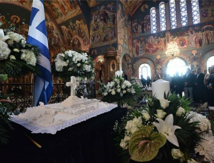 Μάτι: Μνημόσυνο για τα 102 θύματα! Σπαρακτικές φωτογραφίες...