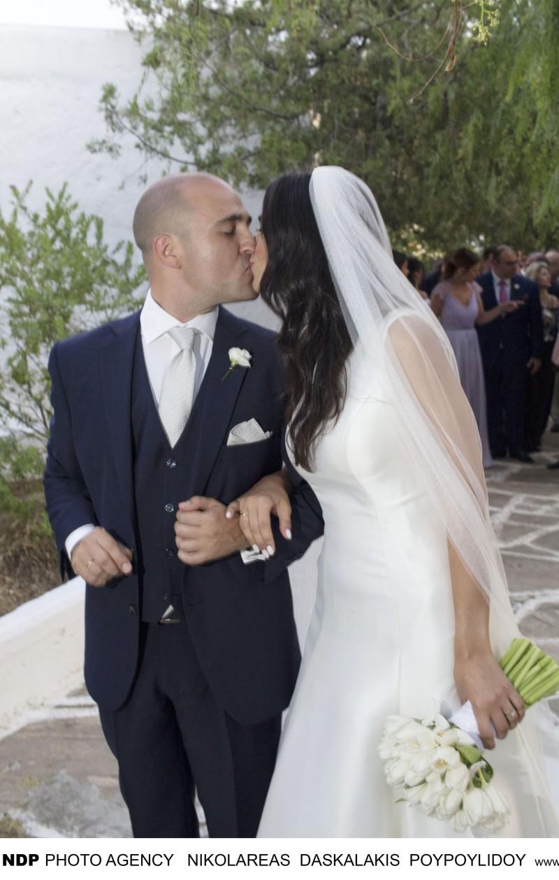 Κωνσταντίνος Μπογδάνος: Όλες οι φωτογραφίες από τον γάμο του! Μέσα και έξω από την εκκλησία!